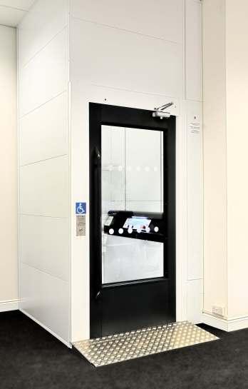 Lift showroom ECO large door closed